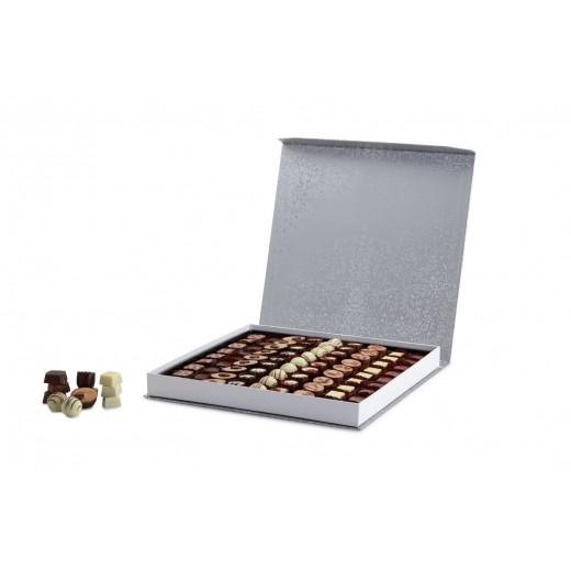 by PR Cocoture æske med 81 stk. fyldte chokoladestykker-310
