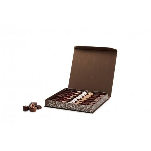 by PR Cocoture æske med 49 stk. fyldte chokoladestykker-39